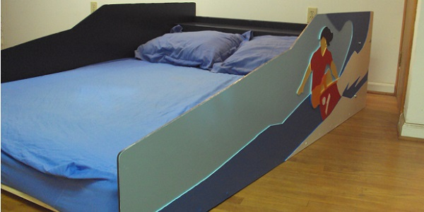 Surfer bed front three-quarter view